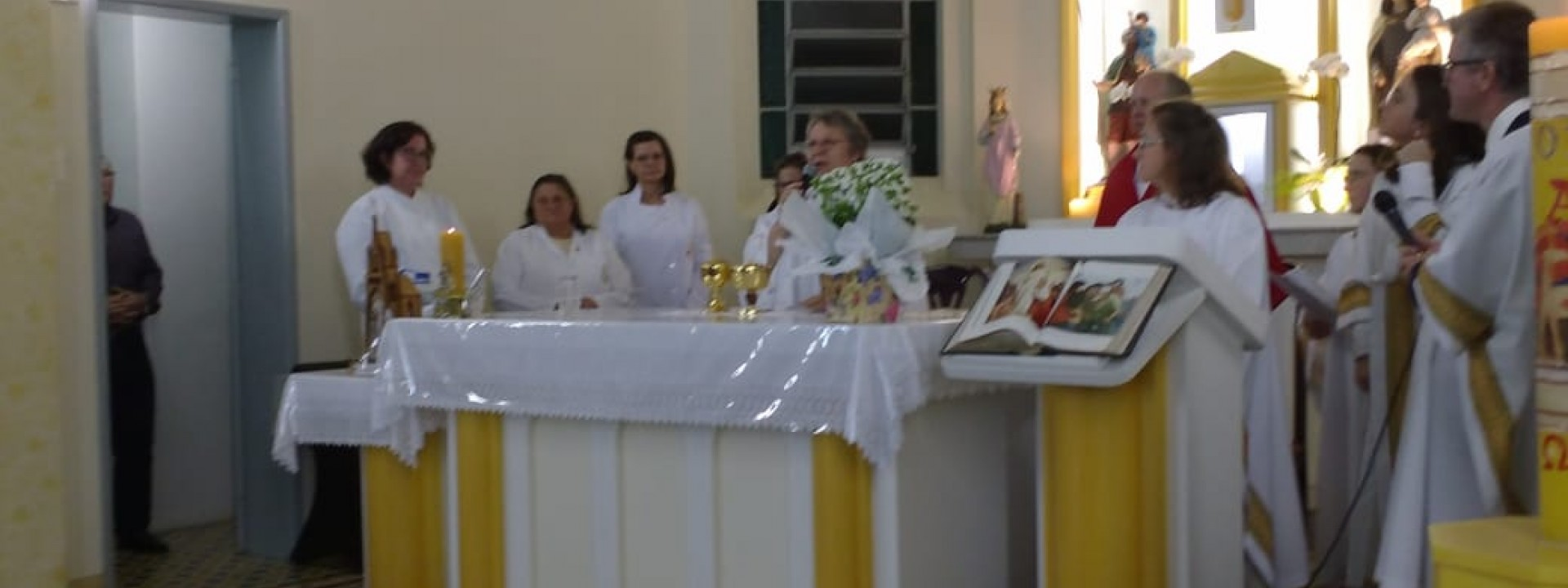 comunidade-do-bairro-alfandega-celebra-a-chegada-do-cristo-ressuscitado_10_870.jpg