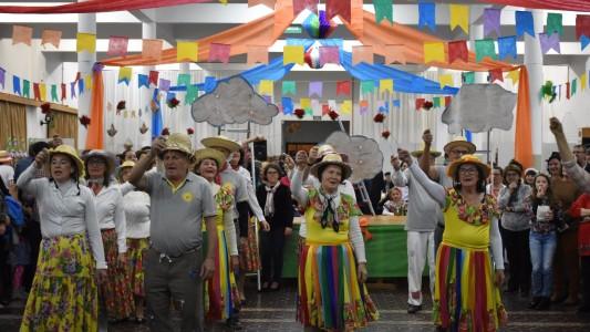 festa-junina-de-sao-pedro-animou-a-noite-da-comunidade-nesta-sexta-feira-2806_10_1563.jpg