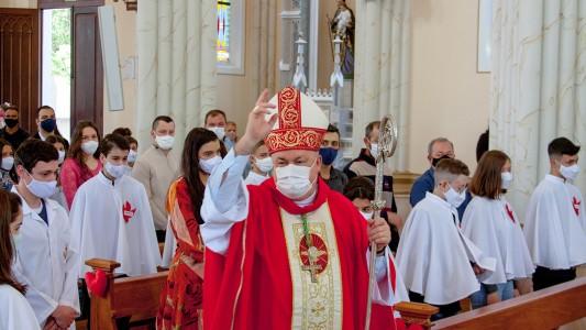 jovens-recebem-o-sacramento-do-crisma_10_4561.jpg