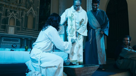 lava-pes-e-instituicao-da-eucaristia-foram-celebrados-na-noite-desta-quinta-feira_10_758.jpg