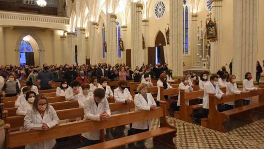 novos-ministros-extraordinarios-da-comunhao-eucaristica-tomam-posse-em-garibaldi_10_3667.jpg