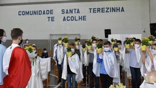 primeira-eucaristia-no-bairro-santa-teresinha-2020_10_3829.jpg