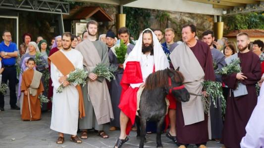 procissao-de-ramos-abriu-a-semana-santa-e-o-ano-pastoral_10_631.jpg